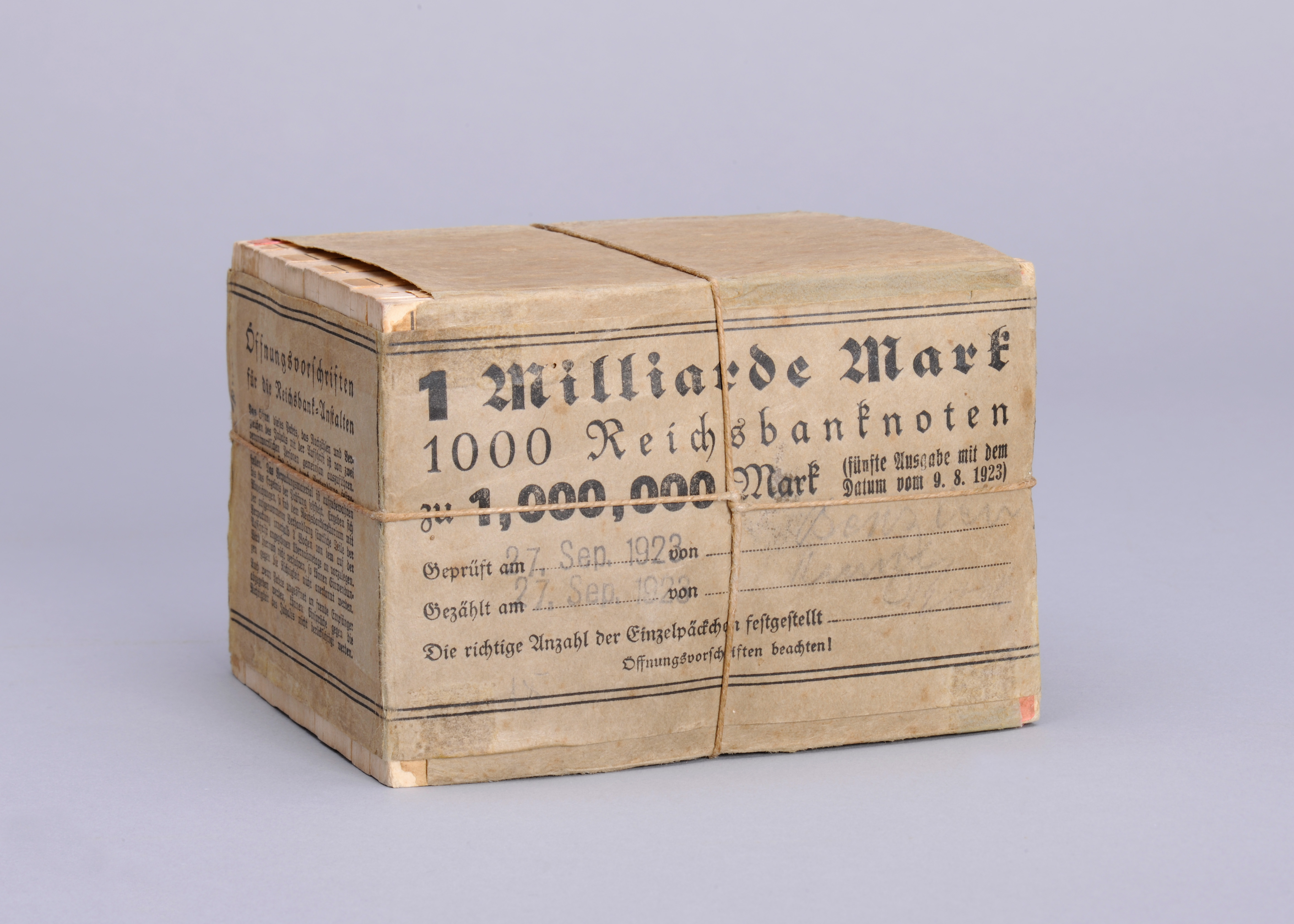 Eine Milliarde Mark, Papiergeld in Originalverpackung, 1923.